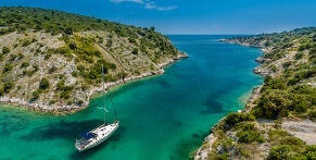 Travel to vacation spots on Croatia with a long-distance coach