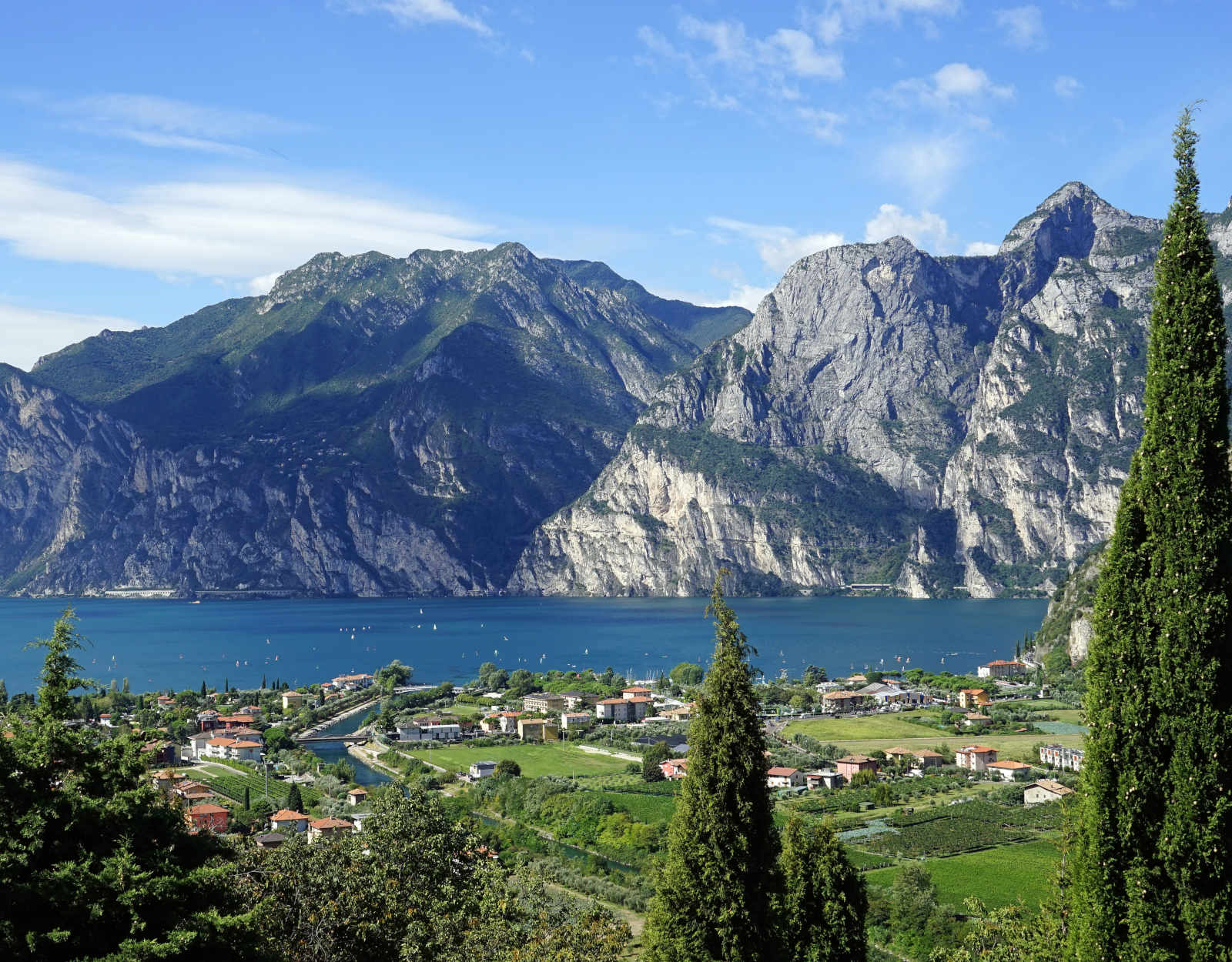 Explore Lake Garda and visit more cities by coach