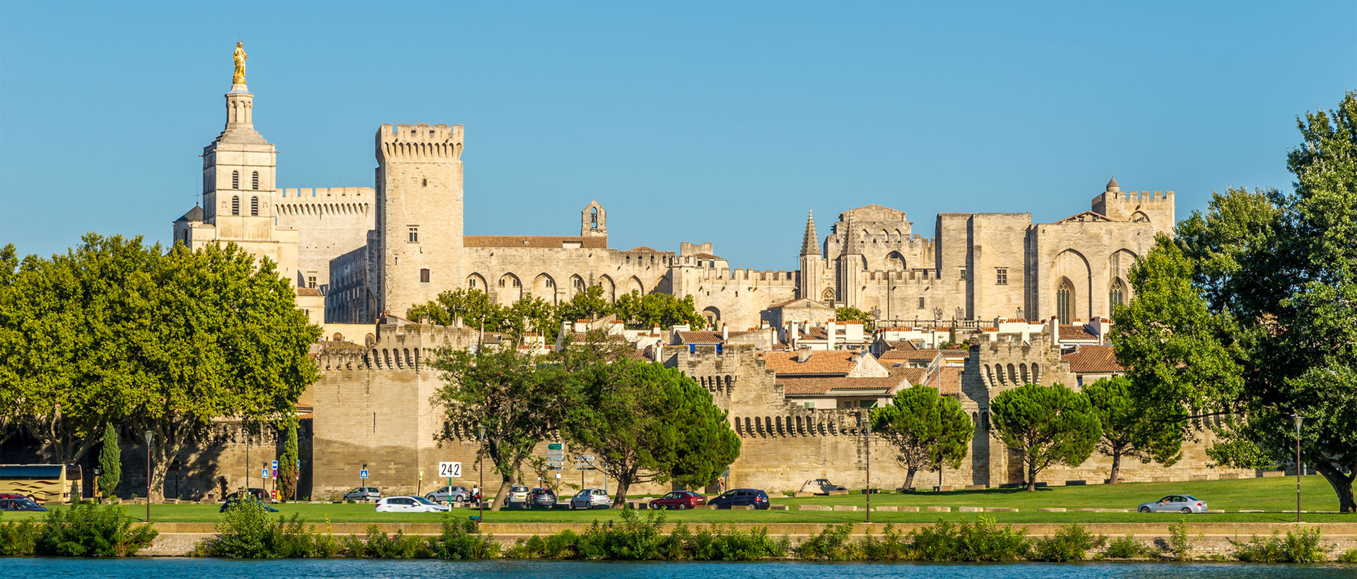 https://cdn.flixbus.de/d7files/hi_res_images/header/4018_avignon.jpg
